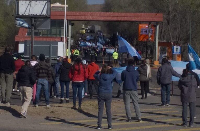 Protesta de productores: El Gobierno flexibilizará los ingresos a la Provincia