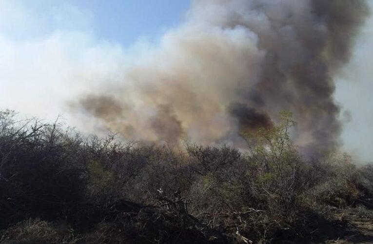 El incendio forestal es de grandes dimensiones en la parte alta de las sierras en Villa de la Quebrada y Los Molles