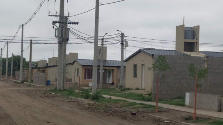 Villa Mercede: Vecinos y familiares denuncian a un hombre que golpea sin parar a su hija de 4 años