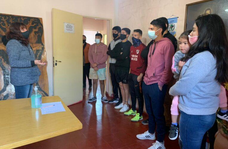 Nogolí: La Municipalidad entregó becas a estudiantes y  lanzó campaña de vacunación antirrábica